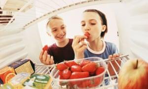 children eating from a fridge
