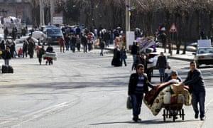 People flee from Sur district in Diyarbakir, Turkey