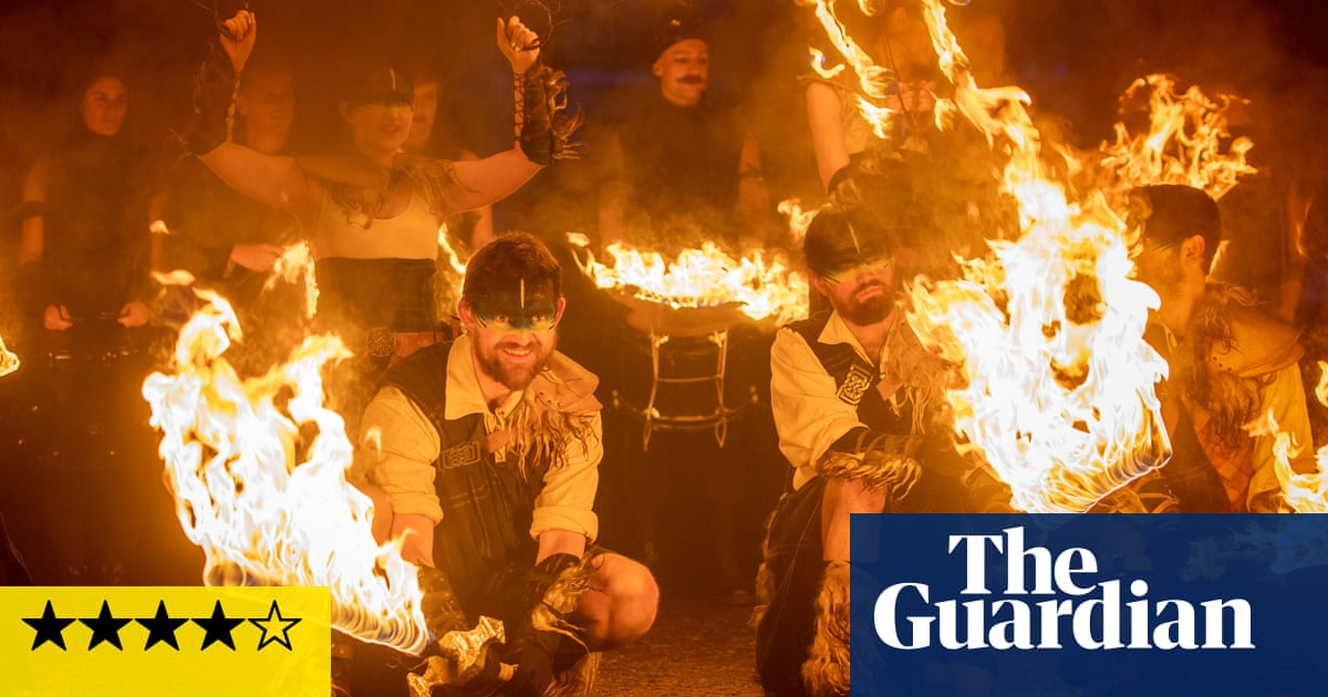 Edinburghs Hogmanay review – 70,000 go wild at the ultimate New Years Eve