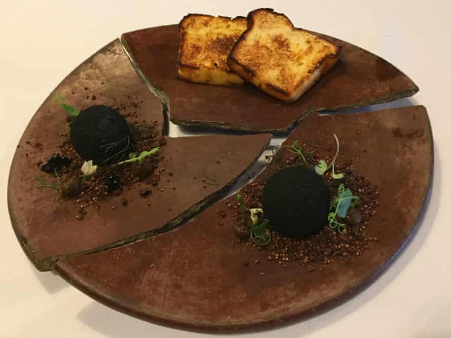 Truffles of foie with cacao at Raíz