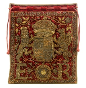 Royal approval: Burse for the Great Seal of England, 1558-1603.