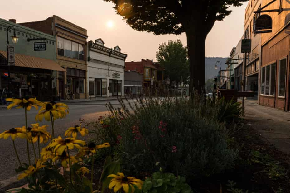 Wildfire smoke casts an orange glow over W Miner Street in Yreka, the Siskiyou county seat.