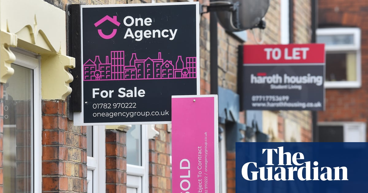 Average price of UK home jumps to record high of £254,606 in March