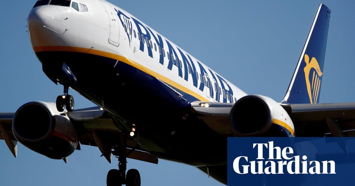 Ryanair forecasts 100m passengers in financial year as bookings soar