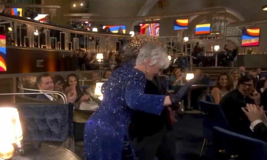Glenn Close dances to EU's Da Butt at the Oscars.