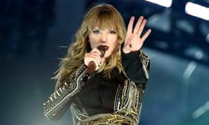 Swift performing in Houston, 29 September 2018.