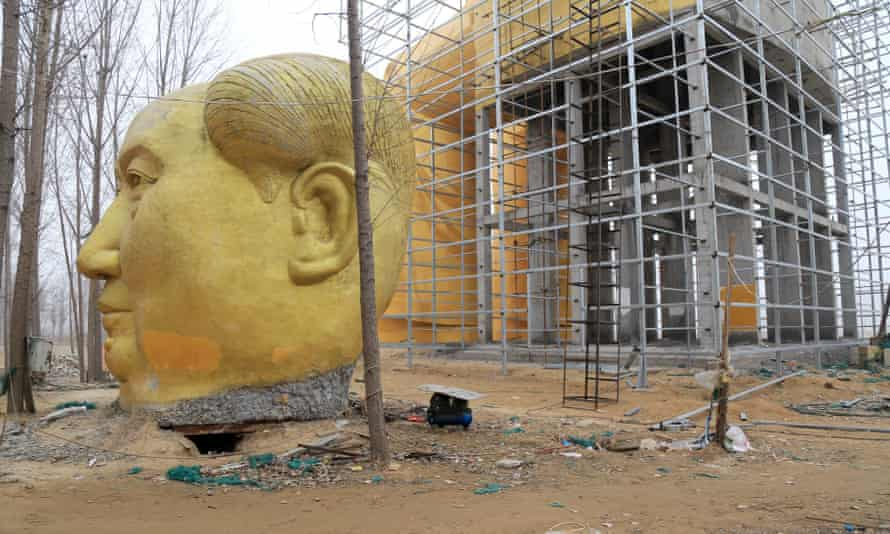 The statue under construction.