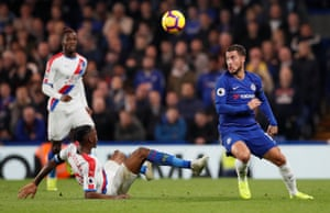 Hazard keeps clear of the challenge from Wan-Bissaka.