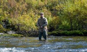 ロシアのウラジーミルプチン大統領は、ロシアのシベリアの未知の場所での短い休暇中に釣りをします。