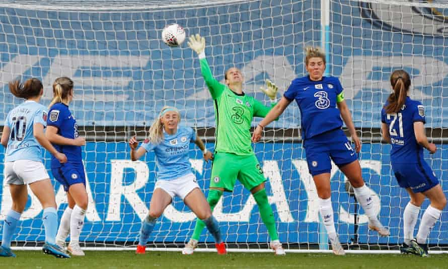 Ann-Katrin Berger pulls off a stunning and vital late save to preserve a point for Chelsea at Manchester City.