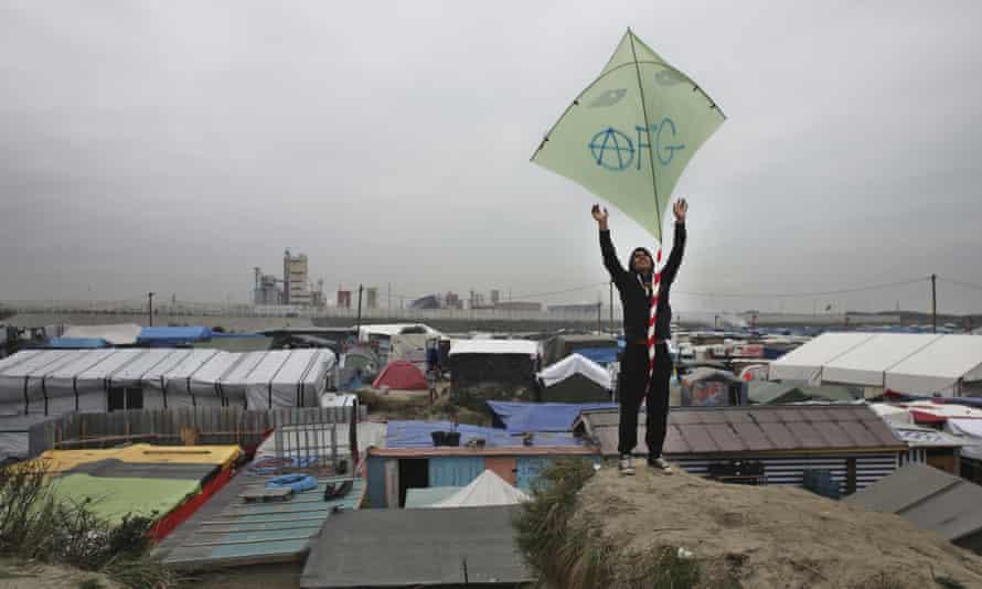 Calais camp migrant