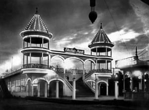 """Electric Park, 1905. The """"Wizard Edison's"""" Vitascope projector arrived at Electric Park, a suburban amusement park, in June 1896—two months after motion pictures made their national debut in New York"""