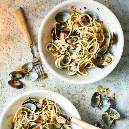 Scialatielli or spaghetti with clams