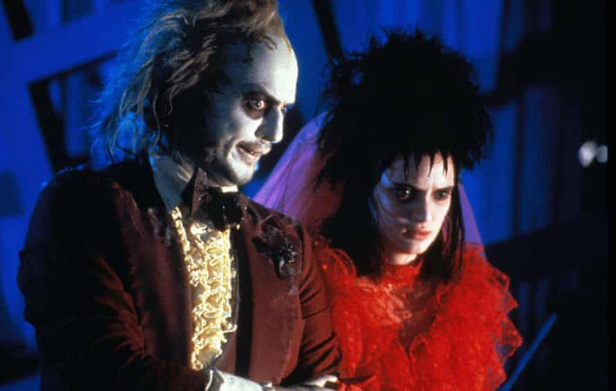 Actors Michael Keaton and Winona Ryder in Beetlejuice (1988)