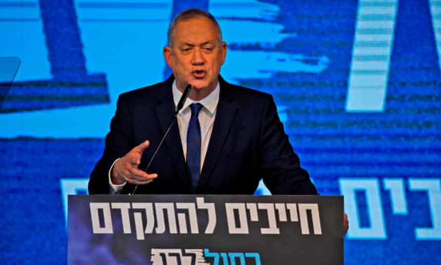 Benny Gantz, leader of the Blue and White electoral alliance, addresses supporters on Monday night.