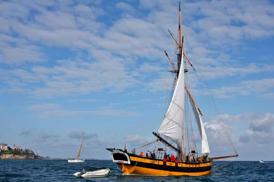 The cutter Le Renard off Saint-Malo