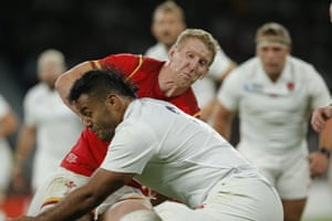 Bradley Davies is stopped by Billy Vunipola