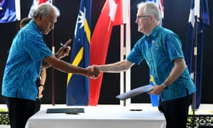 Malcolm Turnbull shakes hands with the Tuvalu prime minister Enele Sopoaga at the Pacific Islands Forum in Samoa.