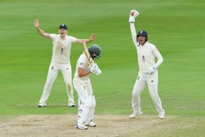 England unsuccessfully appeal for a wicket against Ellyse Perry of Australia.