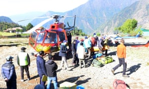 Official carry the body of Min Bahadur Sherchan to Lukla heli pad.