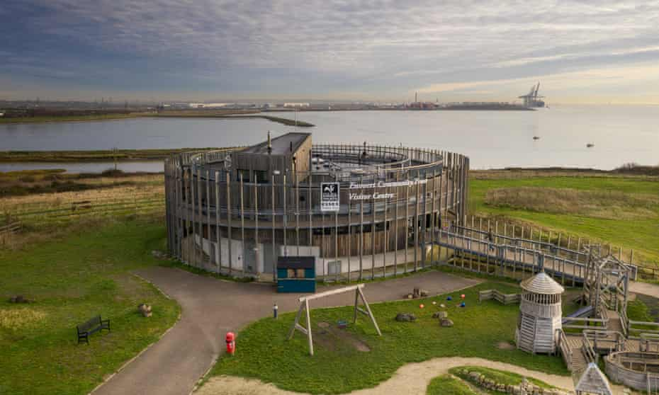 The park's visitor centre is held upright by hydraulic jacks because of the thinness of the clay crust covering the waste below.