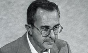 Moshe Arens addressing the Knesset in 1989. He won the Israel Defence prize in 1971 for developing aircraft including the Aravah cargo plane and the Kfir fighter.