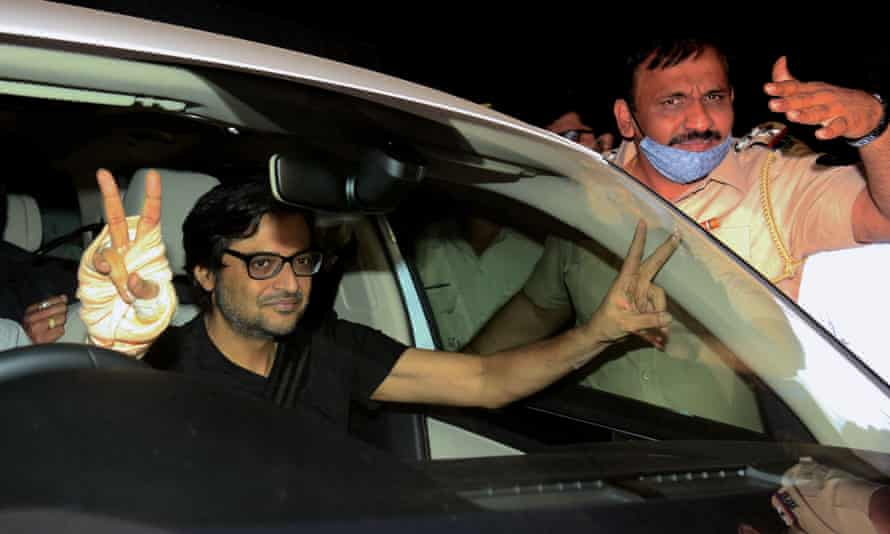 Arnab Goswami making victory signs from passenger seat of a car