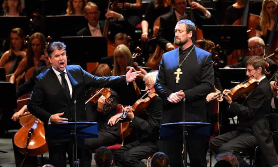Vsevolod Grivnov (Golitsyn) and Ain Anger (Dosifey) with the BBC Symphony Orchestra, conducted by Semyon Bychkov, on 6 August