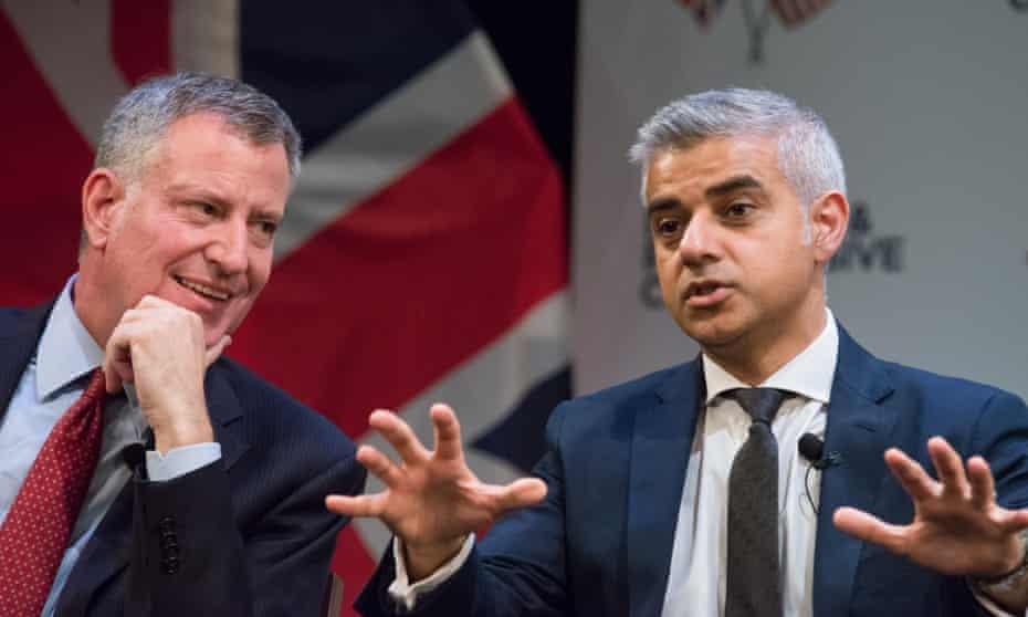 New York City mayor Bill De Blasio and London mayor Sadiq Kahn (right).