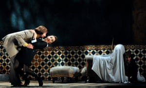 Gyula Orendt (Count), Rosa Feola (Susanna) and Natalia Kawalek (Cherubino) in Nozze di Figaro, Glyndebourne 2016