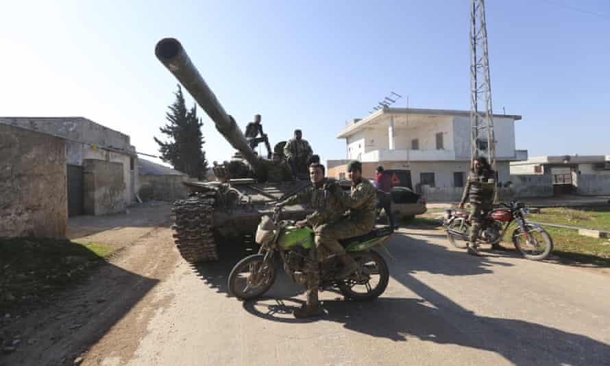 Syrian rebels in Saraqib