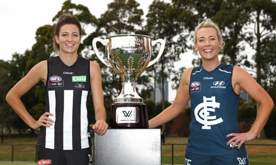 Steph Chiocci of the Magpies and Lauren Arnell of the Blues