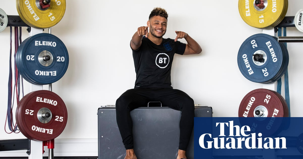 Alex Oxlade-Chamberlain: 'Pub visit reminded me what England means to fans'