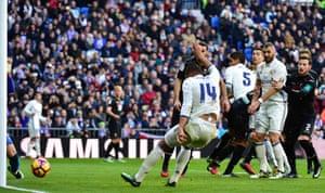 Benzema and Ronaldo watch Casemiro score the fifth from close range.