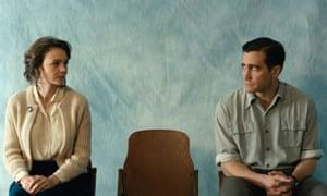 Carey Mulligan and Jake Gyllenhaal in Wildlife.