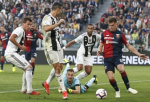 Cristiano Ronaldo put Juventus ahead three daysbefore his return to Mancehster United but was left frustrated after the Serie A leaders dropped their first points of the sesaon.
