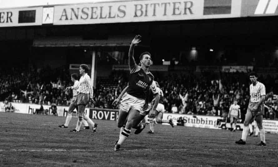 David Platt celebrates after scoring Aston Villa's fourth goal in a 6-2 victory over Everton at Villa Park on 5 November 1989.