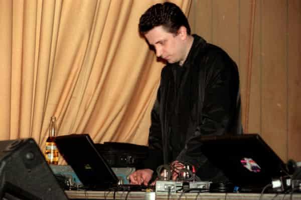 Peter Rehberg performing as Pita in 2000.
