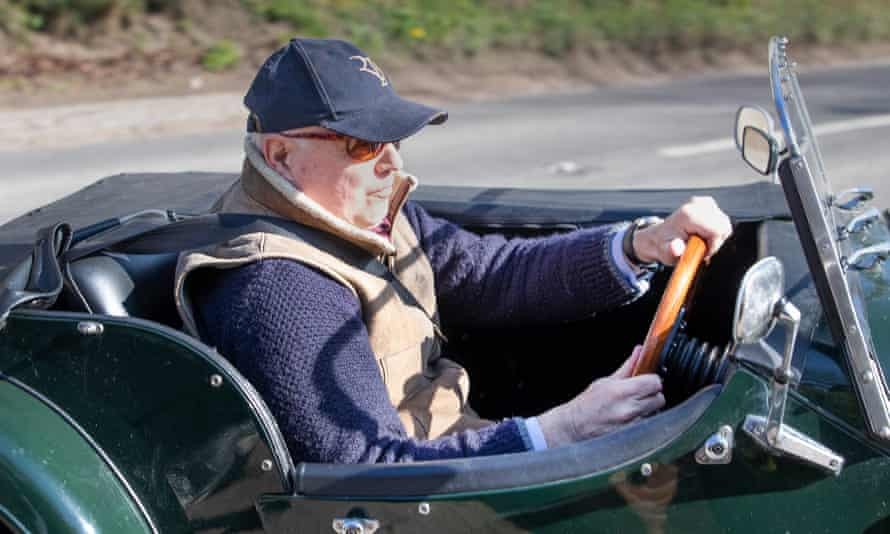 Iain Duncan Smith arrives at Chequers.