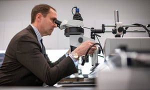James Martin using his stereo fluorescence microscope in his New York lab.