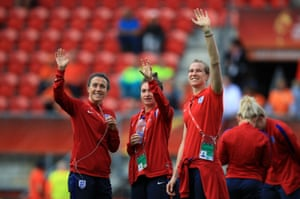 Lucy Bronze, Jodie Taylor and Karen Bardsley wave to the fans in the stadium.