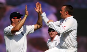 Graeme Swann celebrates with Kevin Pietersen after dismissing  India's Rahul Dravid on his Test debut in 2008