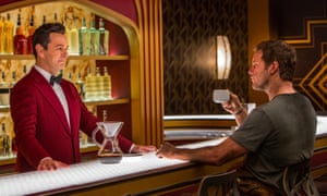 Chris Pratt and Michael Sheen in Passengers.