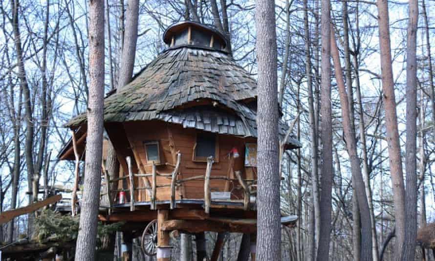 Canadian Farm tree house japan