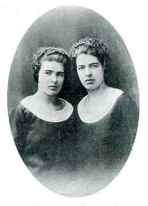 A united front? Portrait of Christine and Léa Papin