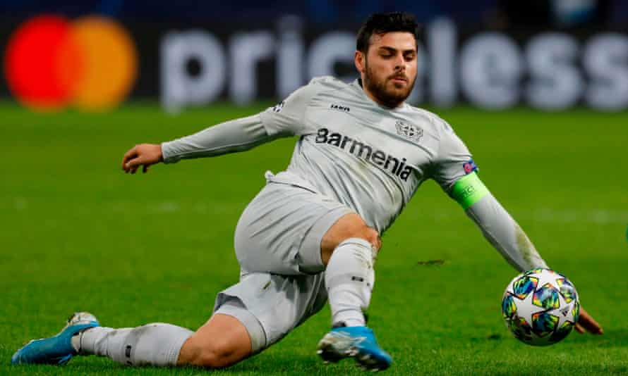 Leftie Kevin Volland goes in with his right.