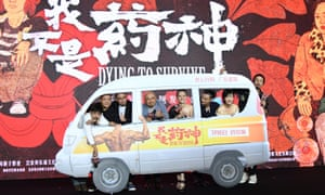 Director Wen Muye with cast members and crew of Dying To Survive