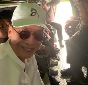 Rodrigo Duterte's spokesman, Salvador Panelo, during his three-hour commute through Manila's traffic. Philippines, 11/10/19