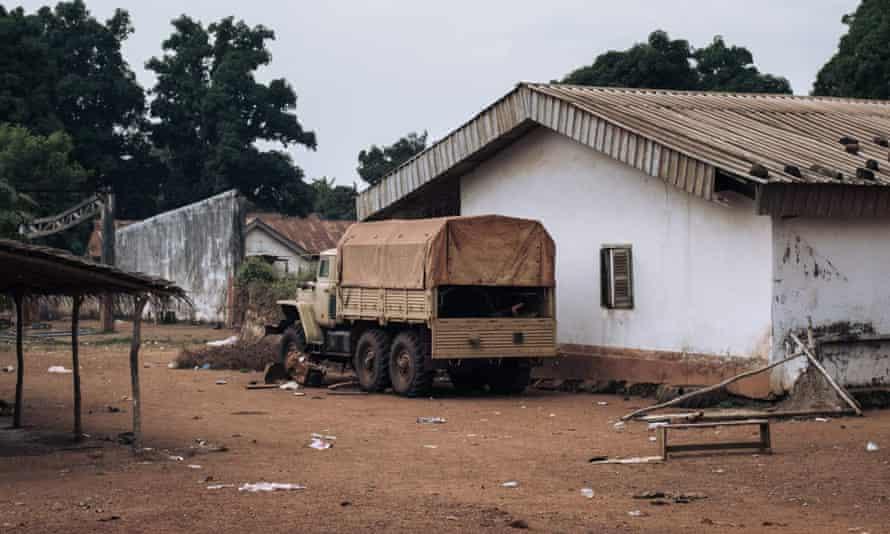Un camion aurait été utilisé par l'entrepreneur militaire privé russe Wagner Group dans une base pillée de Faca à Bangassou, en République centrafricaine.