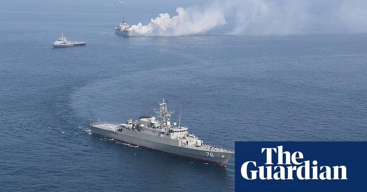 US ship fires 30 warning shots after Iranian vessels approach fleet